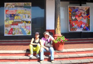On the picture you see Rossana  & Patty Duran, with two large canvases of Col-Art in front of the center, realized 2011 in Cuernavaca.